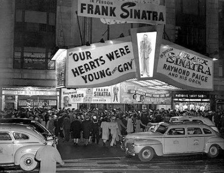 Frank Sinatra Paramount Theater Bobby Soxers